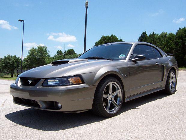 Рестайлинговый Ford Mustang 2002 года