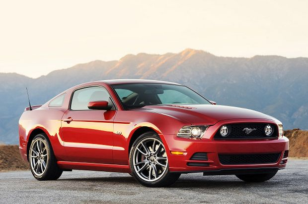 Ford Mustang GT 2013 года