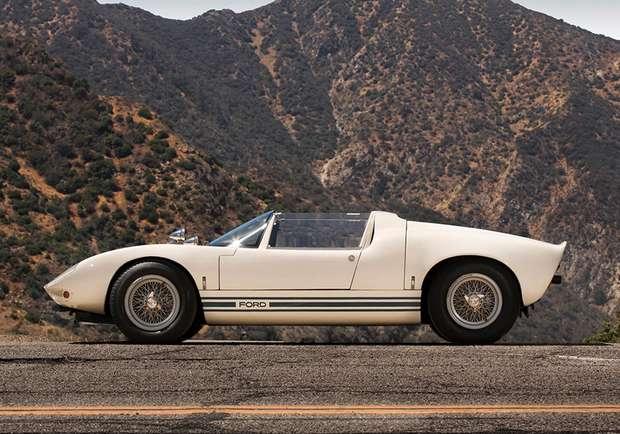 Дизайнер Леонард Бейли разрабатывал переднюю часть кузова