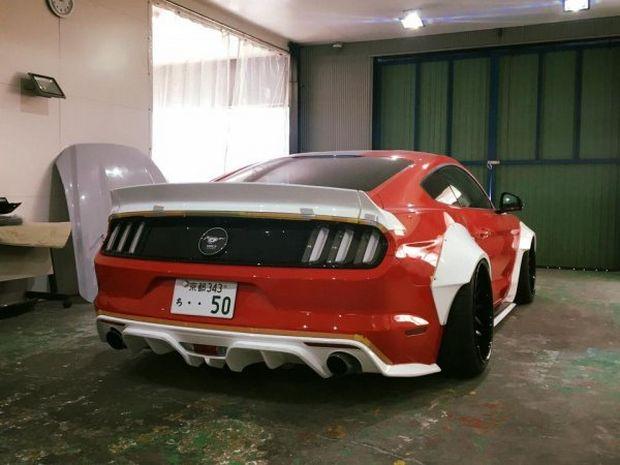 Задний обновленный бампер Ford Mustang