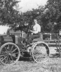 Генри Форд за рулем Fordson