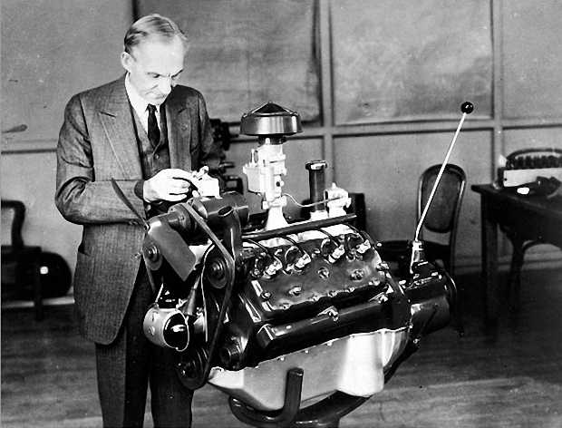 V-образный 8-цилиндровый двигатель Ford