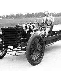 Генри Форд за рулем своего спортивного Ford 999