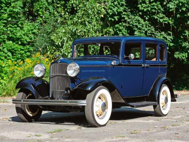 Автомобиль Ford Model B Deluxe 4-дверный седан 1932 года