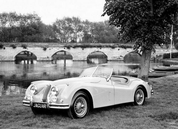 Покупка Монро Jaguar XK 140 МС в подарок на годовщину свадьбы своему мужу