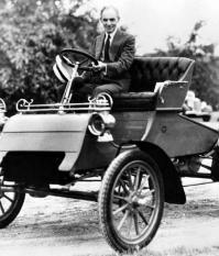 Первый серийный автомобиль Ford — модель А, дебютировавшая летом 1903 года