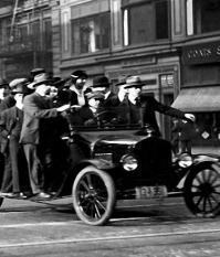 Форд первым установил на своих предприятиях минимальный уровень заработной платы и 8-часовой рабочий день