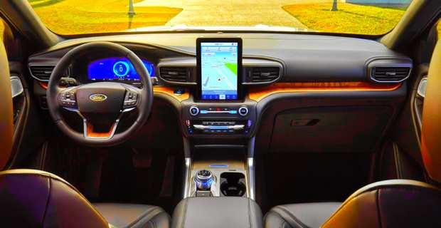 В салоне Ford Explorer 2020