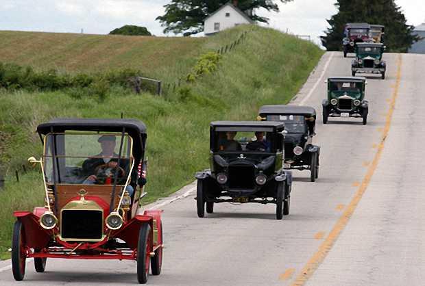 Автомобили Ford колесят по дорогам