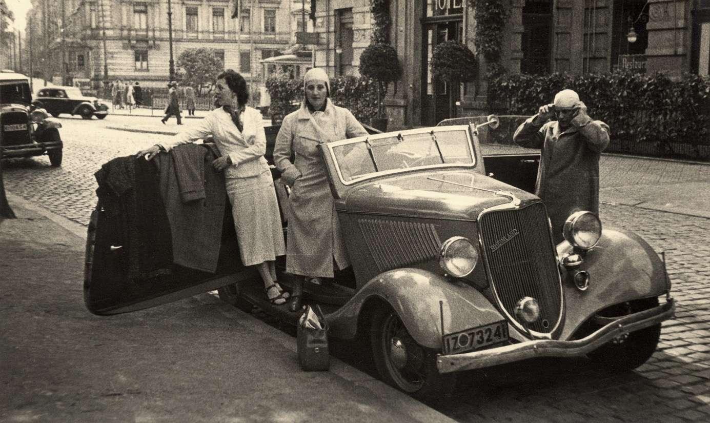 Редкая фотография Ford Rheinland на немецкой улице