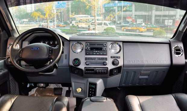 Просторный и уютный интерьер Ford F-650